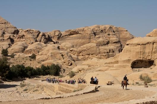 01_IMG_6330_Petra_Access road