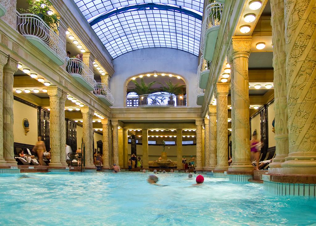 Aux bains at the bath suzanne et pierre paris for Aux bains paris