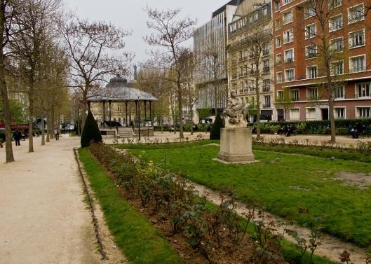 _IMG_7647_square de la place adophe cherioux